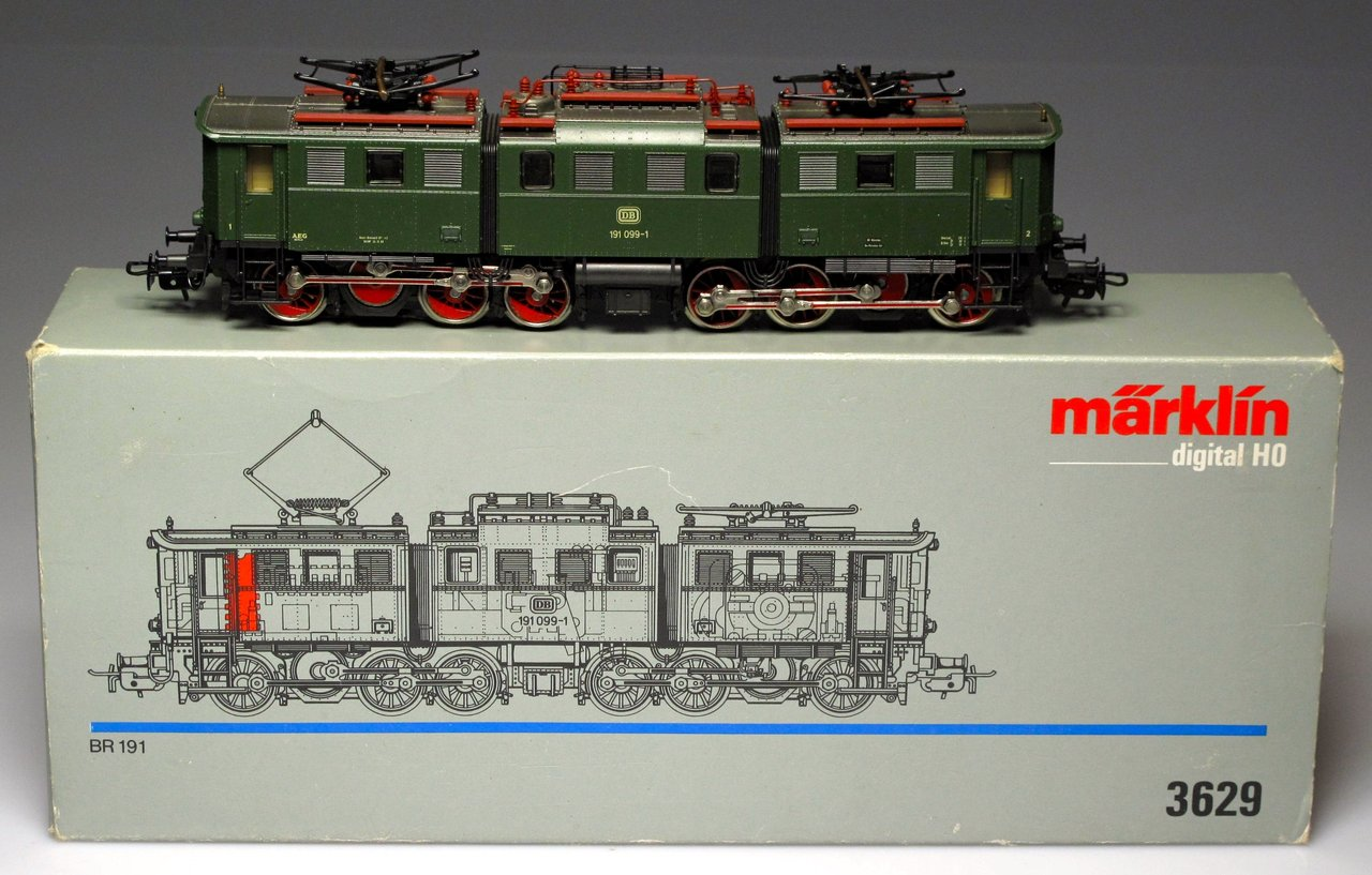 MARKLIN 3629 Green Locomotive BR 191 (SEMI-NEW)