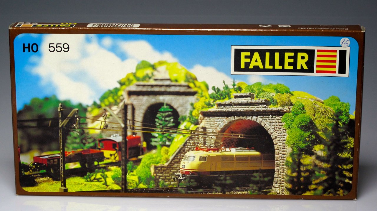 FALLER 559 - Check train tunnel