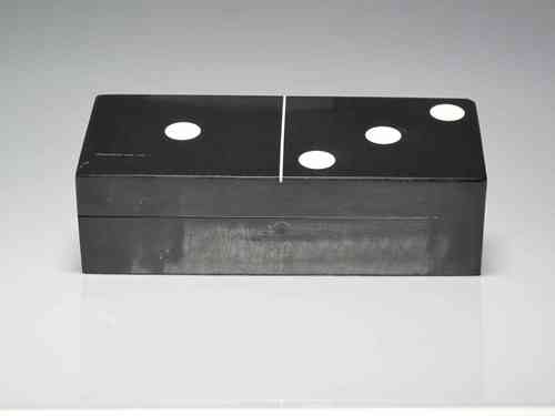 Play dominoes with black lacquer box (OWNED)
