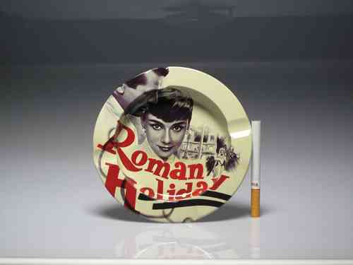 "Cenicero de metal decorado "" Roman Holiday """
