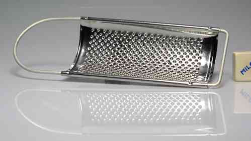 Grater metal 22 x 8 cm. (PREOWNED)