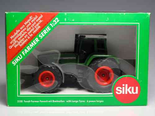 SIKU 3158 Tractor with cab green - SCALE 1:32