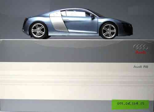 Audi R8 car METAL SCALE 1:18 - ORIGINAL AUDI