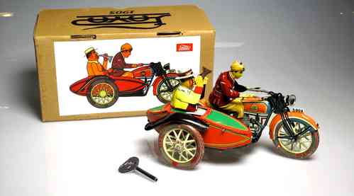 PAYA 030 - I-804 with Sidecar driver and passenger trumpeting